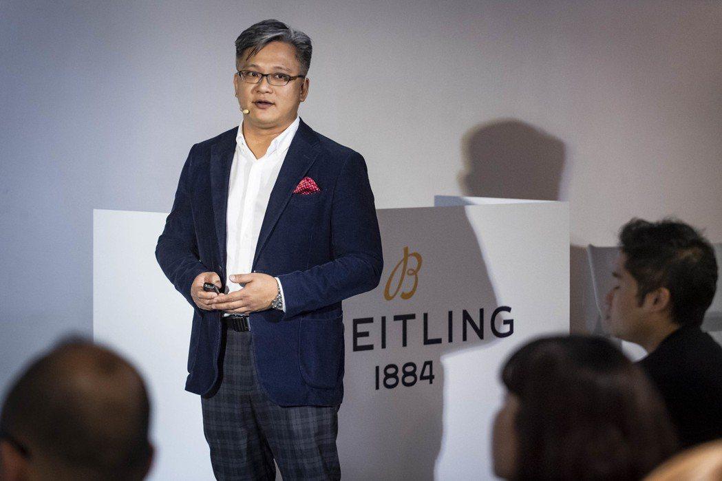 台灣百年靈總經理胡朝勝為現場貴賓介紹品牌2109年全新腕錶。業者/提供