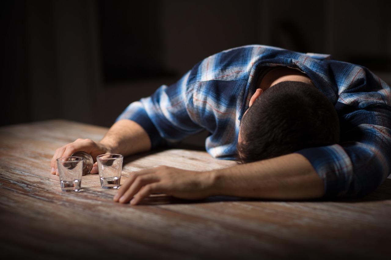 光吃飯就會醉酒測超麻煩 男子罹罕病體內自釀酒精