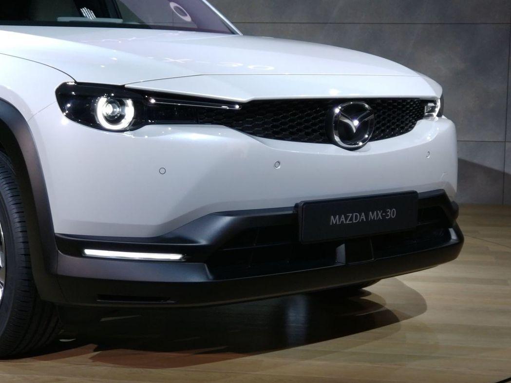 全新Mazda MX-30車頭特寫。 記者張振群/攝影