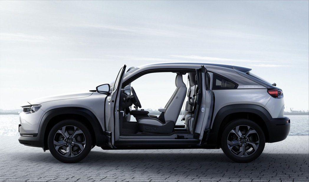 全新Mazda MX-30採用對開式車門設計。 摘自Mazda