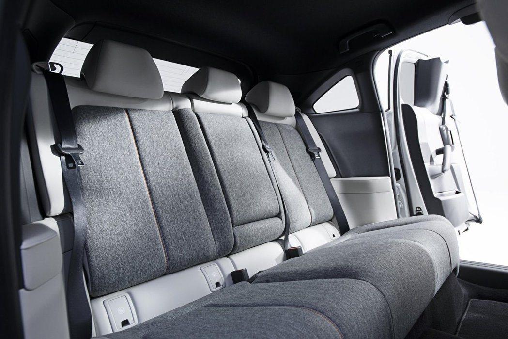 全新Mazda MX-30後座。 摘自Mazda