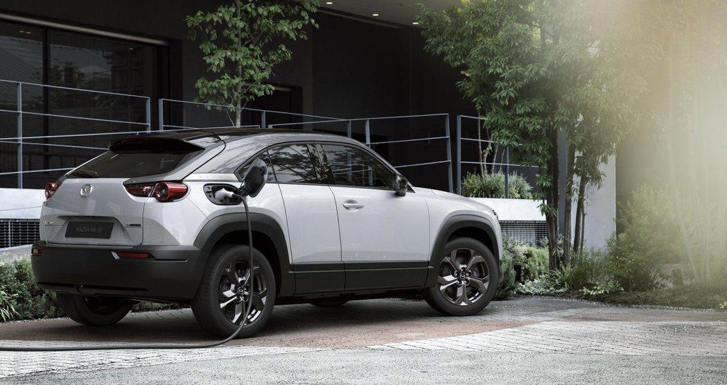 Mazd首款純電動車MX-30擁有約200公里的最大續航距離。 摘自Mazda