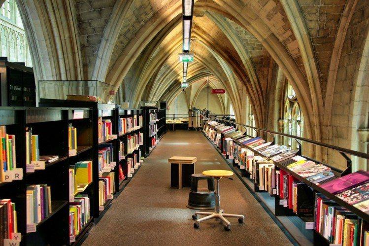 被稱為「天堂書店」,荷蘭這座由教堂改造的書店吸引全球遊客朝聖。圖/擷自flick...