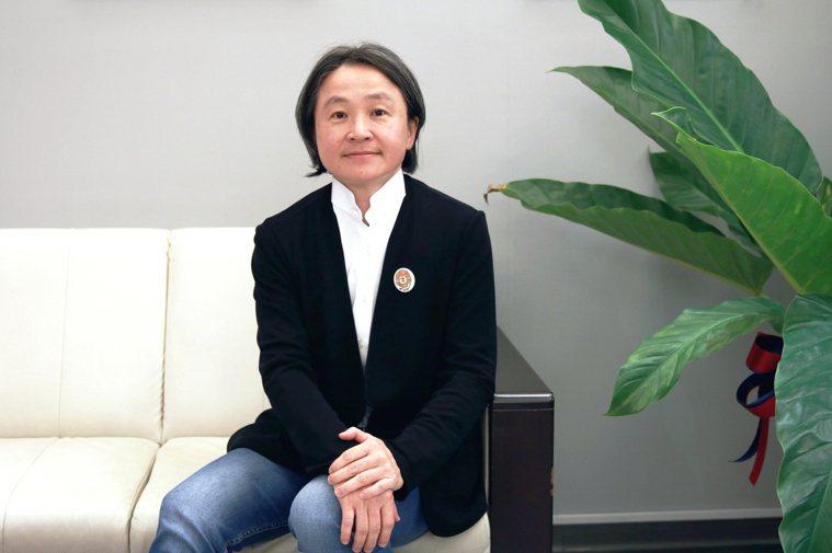 104銀髮事業處資深副總經理吳麗雪說,這些隱型照顧者離開職場是要當孝子,但照顧是...
