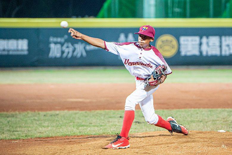 阿瓦拉多在委內瑞拉集訓時,曾受到球探關注。他的球質、身體素質佳,不過因鮮少使用變...