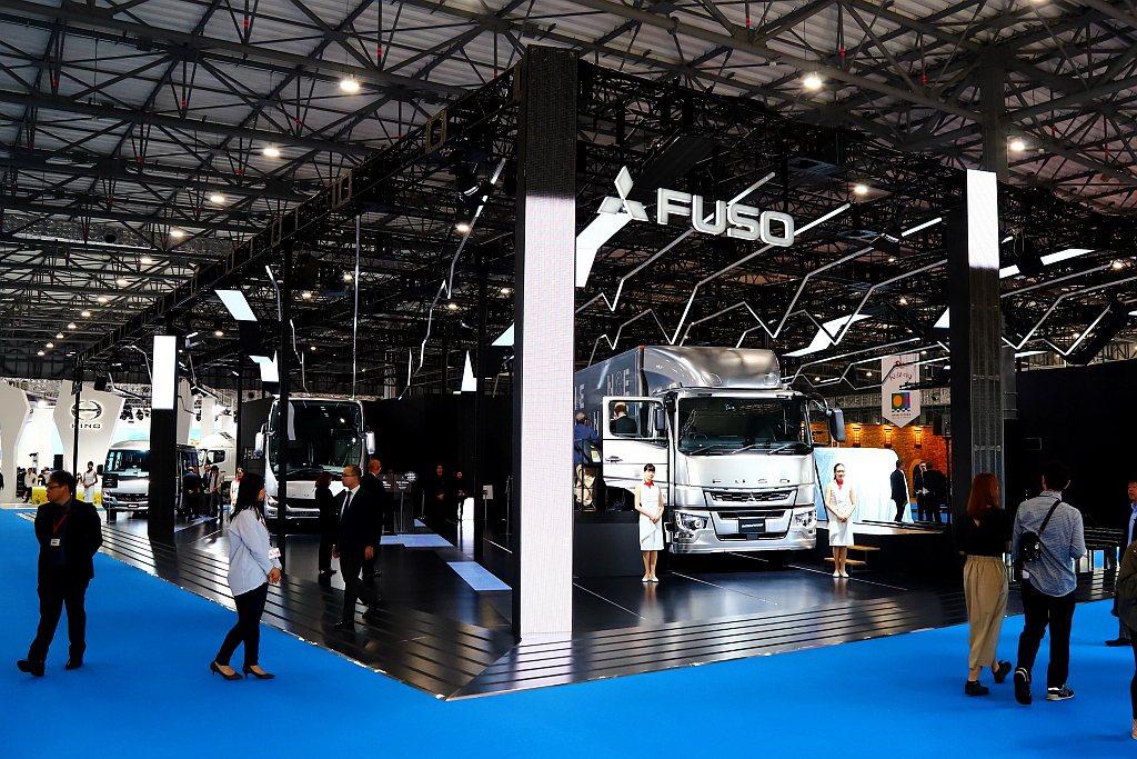 Fuso不僅一口氣在車展推出多款新車,同時還帶來安全與環保兩大亮點。 記者張振群...