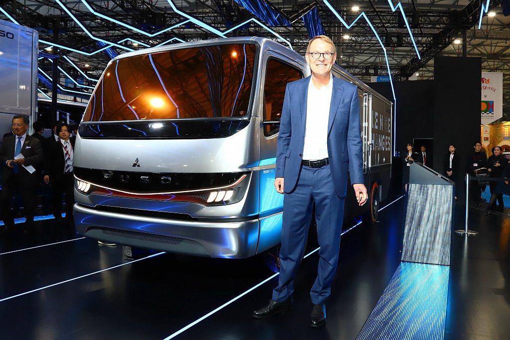 電動車目前仍舊無法大幅縮短充電時間,但Fuso認為小型氫燃料電池貨車將能滿足這問...