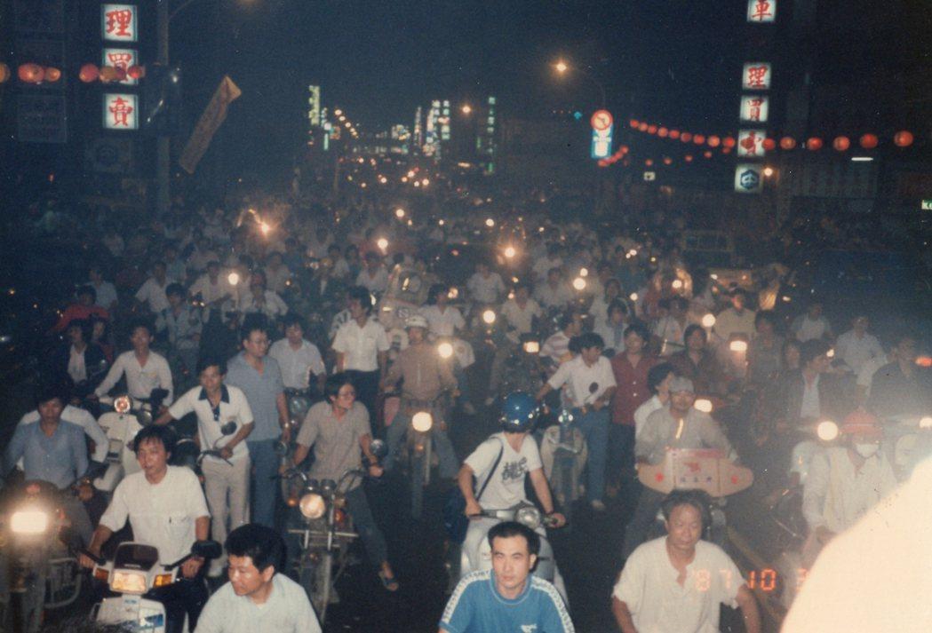 1989年蔡有全、許曹德因台獨被捕,全島聲援。 圖/北基會提供