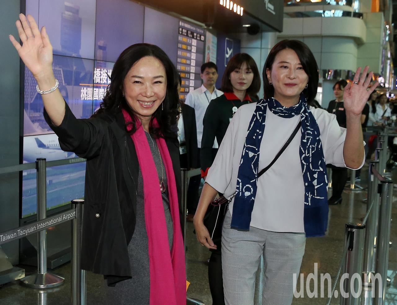 高雄市長韓國瑜夫人李佳芬(左)率領的訪問團,23日清晨搭機前往菲律賓、越南等地訪...