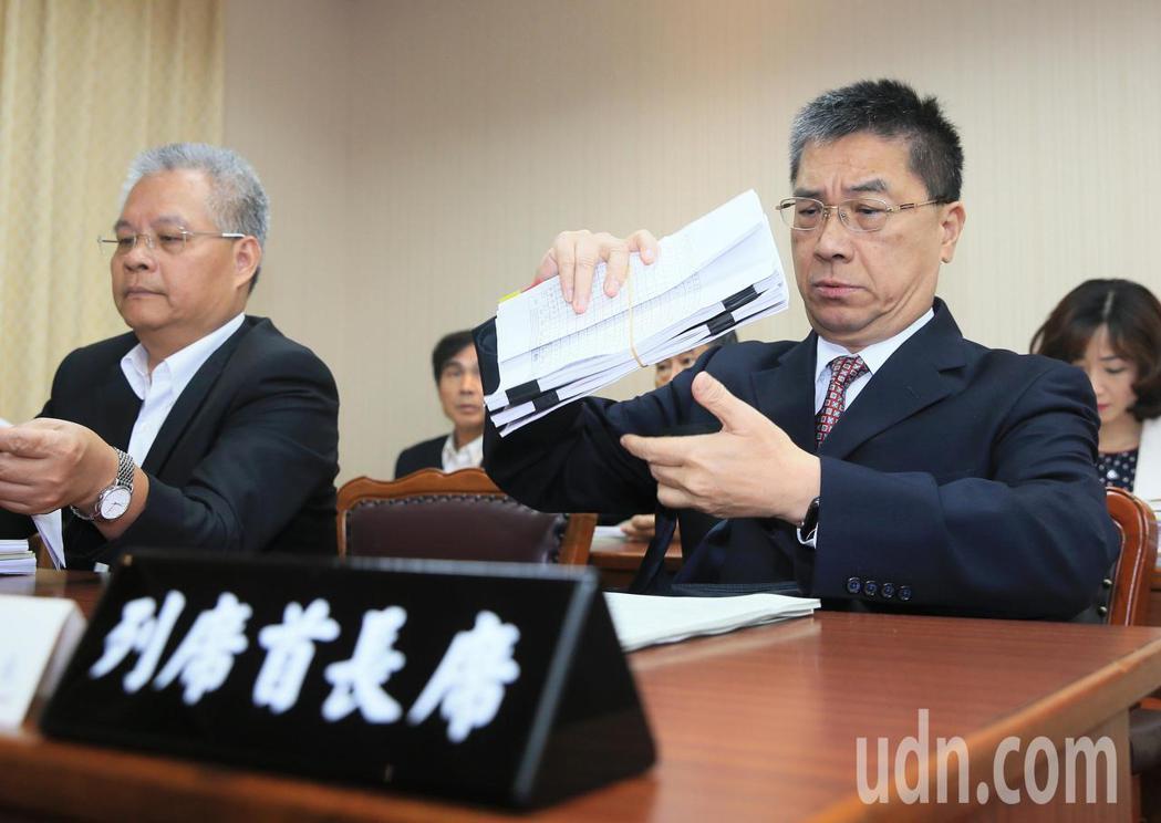 內政部長徐國勇(右)到立院備詢。記者潘俊宏/攝影