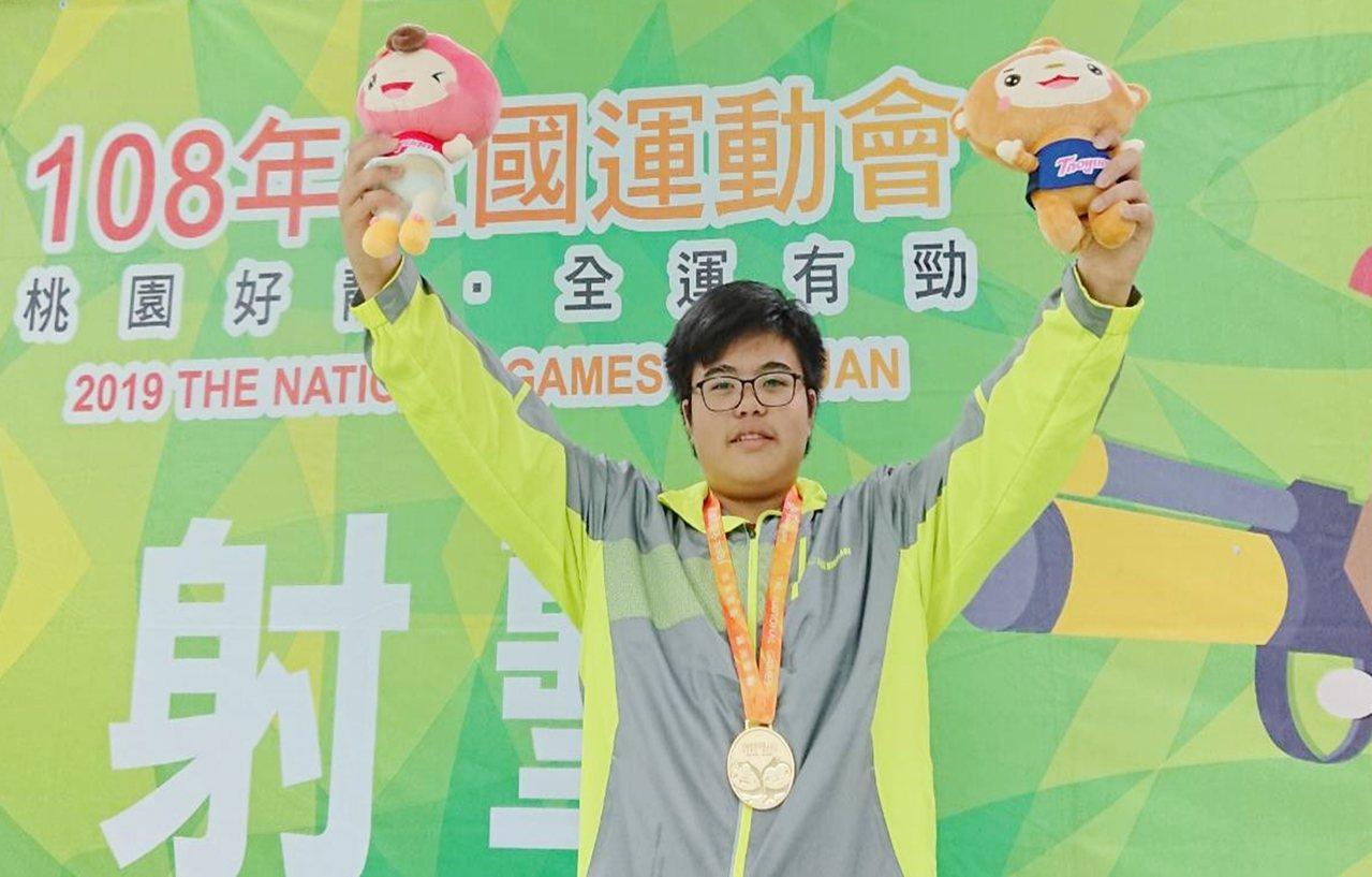台東體中15歲的國三學生金利偉華,是國內全運會射擊史上最年輕金牌得主。記者羅紹平...