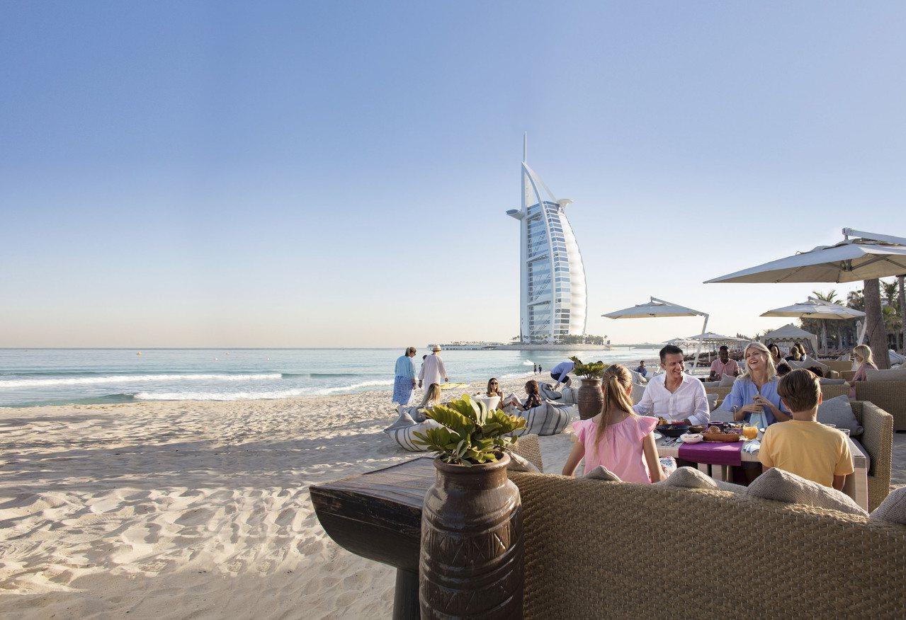 無論是與家人同遊還是個人出行,杜拜這座城市令人眼花撩亂的景點及娛樂設施都將顛覆你...