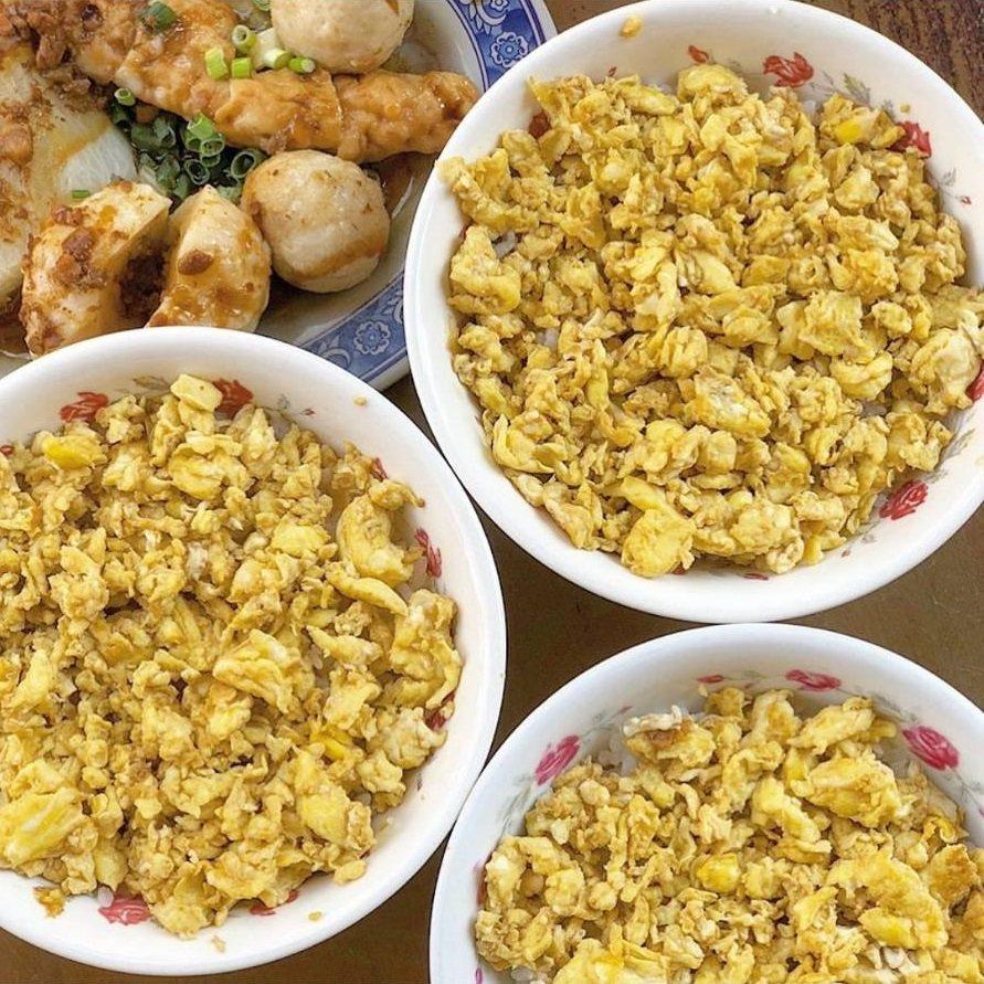 IG超紅「蛋飯」上桌,相機食先。圖/FB/Blog:舞食旅台灣。amos的走...