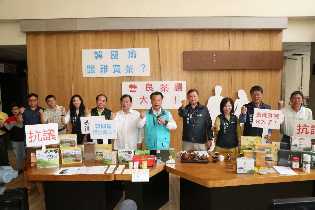 韓國瑜被爆料4年前在北農任內與中國大陸簽訂MOU採購1萬盒阿里山和梨山茶葉,卻只...