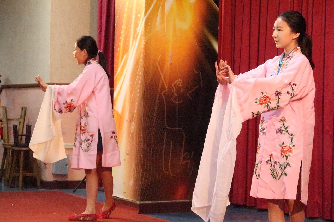 北京醫科大學附屬小學學生表演京劇。記者徐如宜/攝影