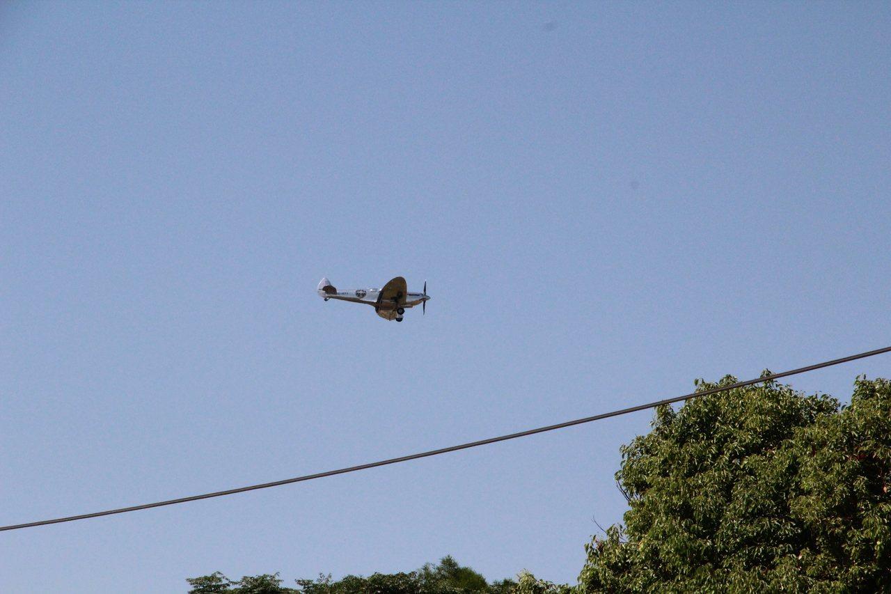 英國二戰的噴火式戰機,今天中午飛抵台中機場。記者游振昇/攝影
