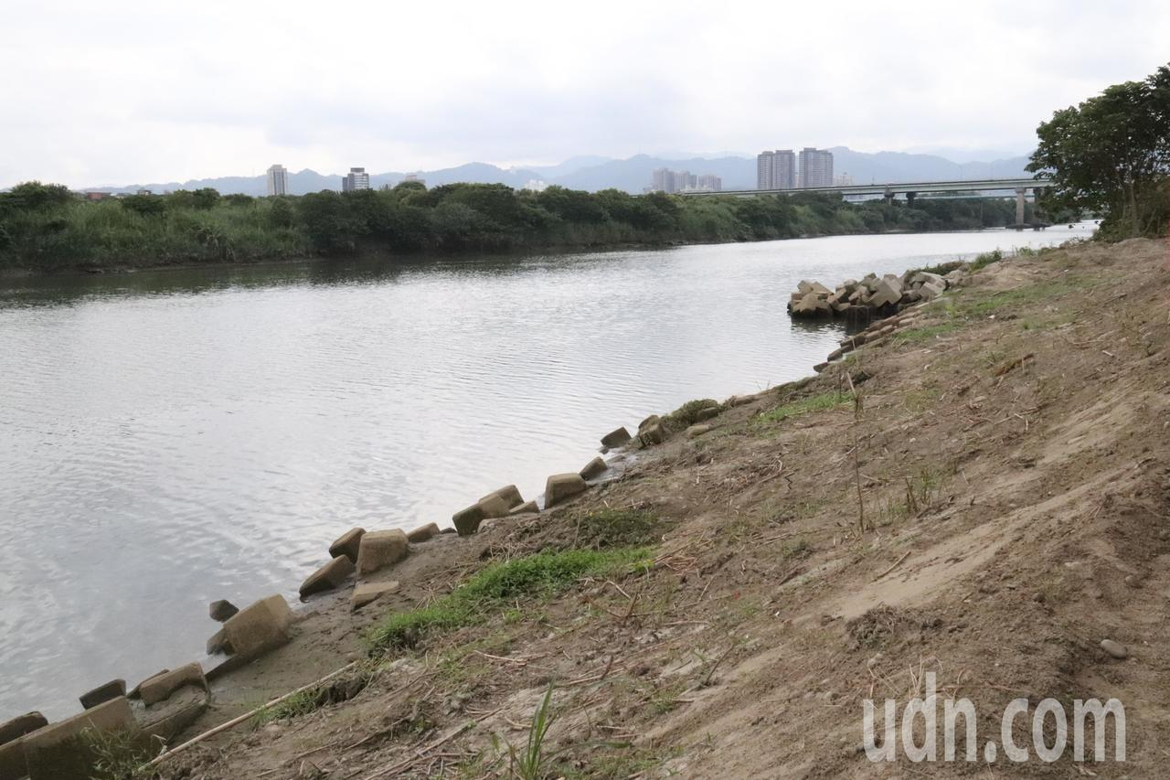 串聯新莊、鶯歌、樹林環河堤外道路工程今進行大漢溪樹林段堤外基礎加固工程開工典禮。...