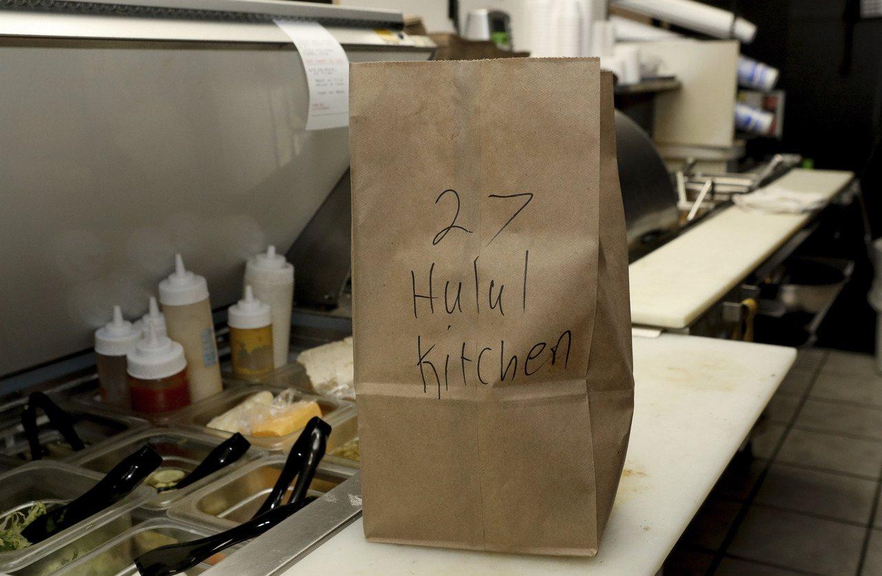 網路點餐潮流影響所及,一些餐廳在自家廚房塞進多個虛擬品牌。圖為芝加哥地區的佛拉多...