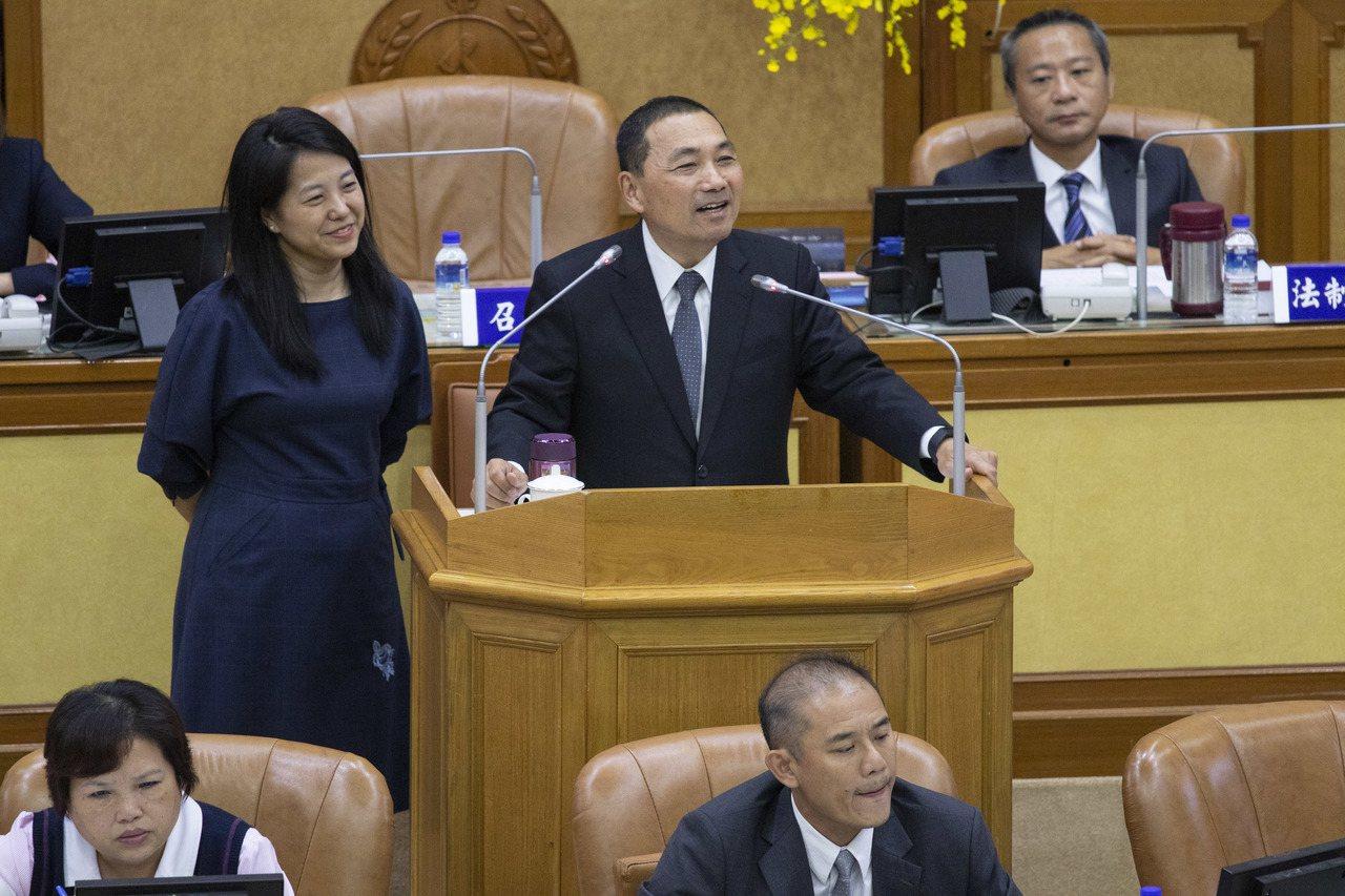 民進黨新北市議員張維倩指出,目前新北與台北市、基隆可以「一證借書」,是否能夠「異...