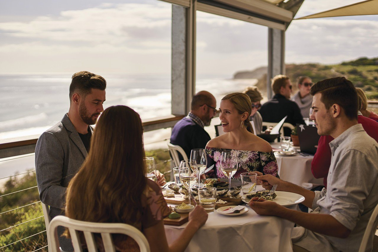 Booking.com觀察到,全球有71%的旅客認為品嚐在地美食是旅行中很重要的...