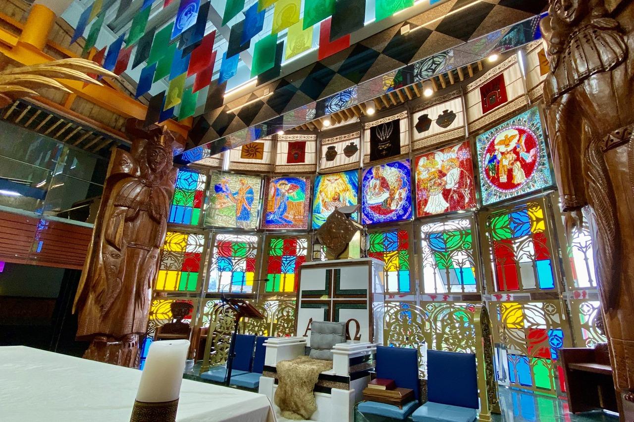 炸美的!屏東這座教堂 信仰與文化交織極致美