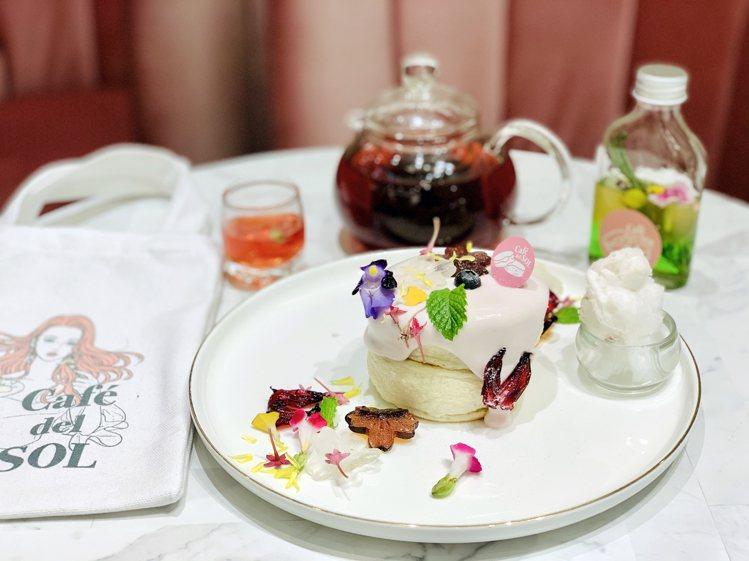「洛神花園鬆餅套餐」售價599元(需加10%服務費)。記者張芳瑜/攝影