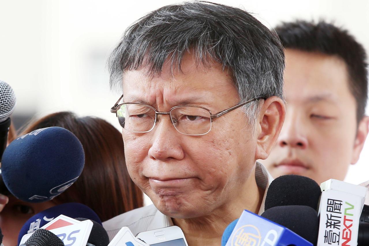 台北市長柯文哲上午出席萬華區福星社會住宅新建工程開工典禮,會前被問到陳同佳案一事...