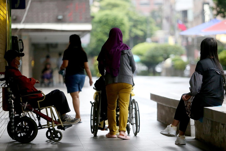延長外籍看護工工作期限?勞動部:移工轉移民才是正辦