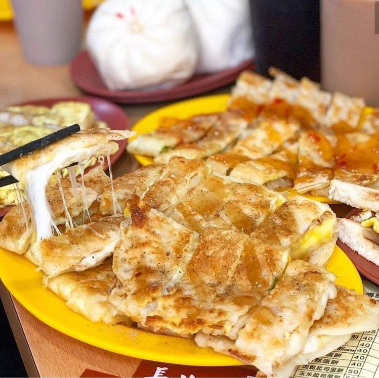 「傳統長北特製蛋餅專賣店」是大份量粉漿蛋餅。圖/FB/Blog: 舞食旅台灣。...
