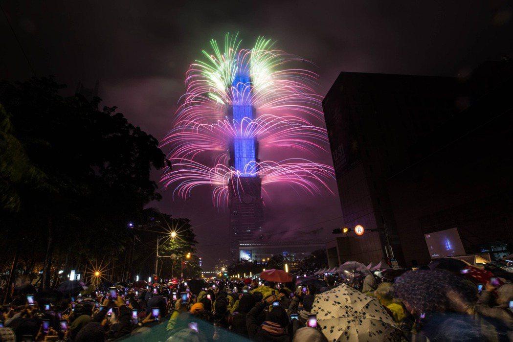 台北101已啟動新年大秀籌備作業,預估2020新年煙火秀將耗資6000萬元,目前...