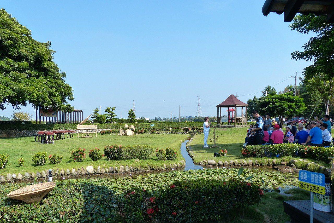 田中鎮老樹公園環境優美,還有兩棵百年茄苳夫妻樹。記者凌筠婷/攝影