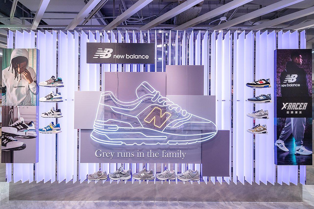 新店型大量運用科技 LED屏幕牆面展示最新商品。圖/ABC-MART提供