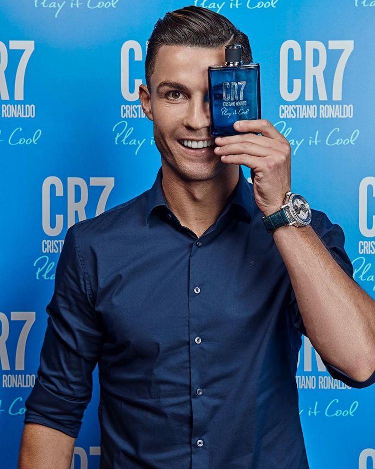 足球巨星C羅在發表自己品牌香水時,就是配戴了寶璣Classique Grande...
