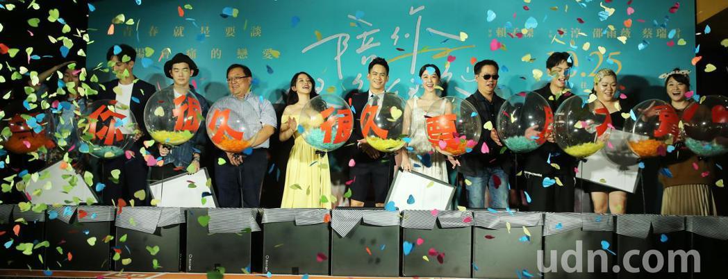 《陪你很久很久》台北首映晚上在台北信義威秀舉行,監製唐在揚、導演賴孟傑、演員李淳...