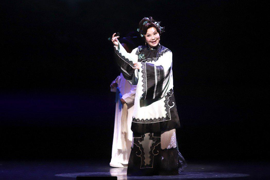 唐美雲演出舞台劇「月夜情愁」。圖/民視提供