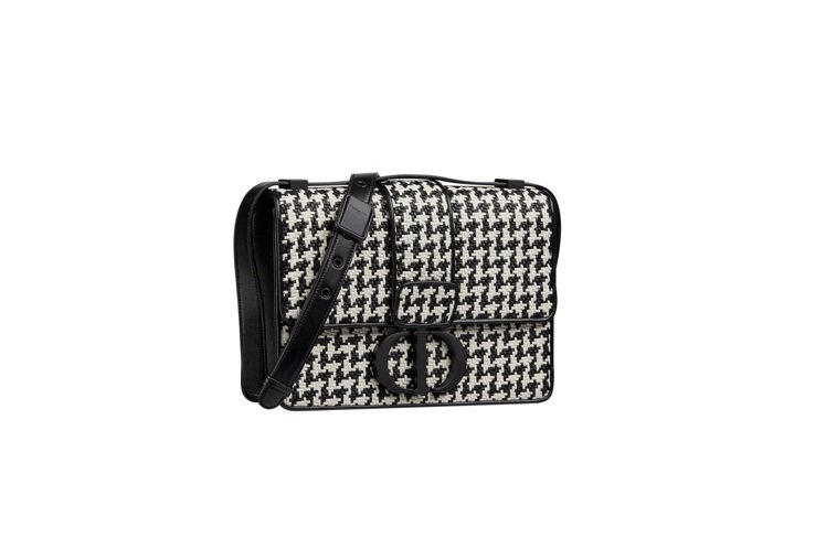 30 Montaigne黑白千鳥格紋小羊皮編織翻蓋包,售價15萬元。圖/DIOR...
