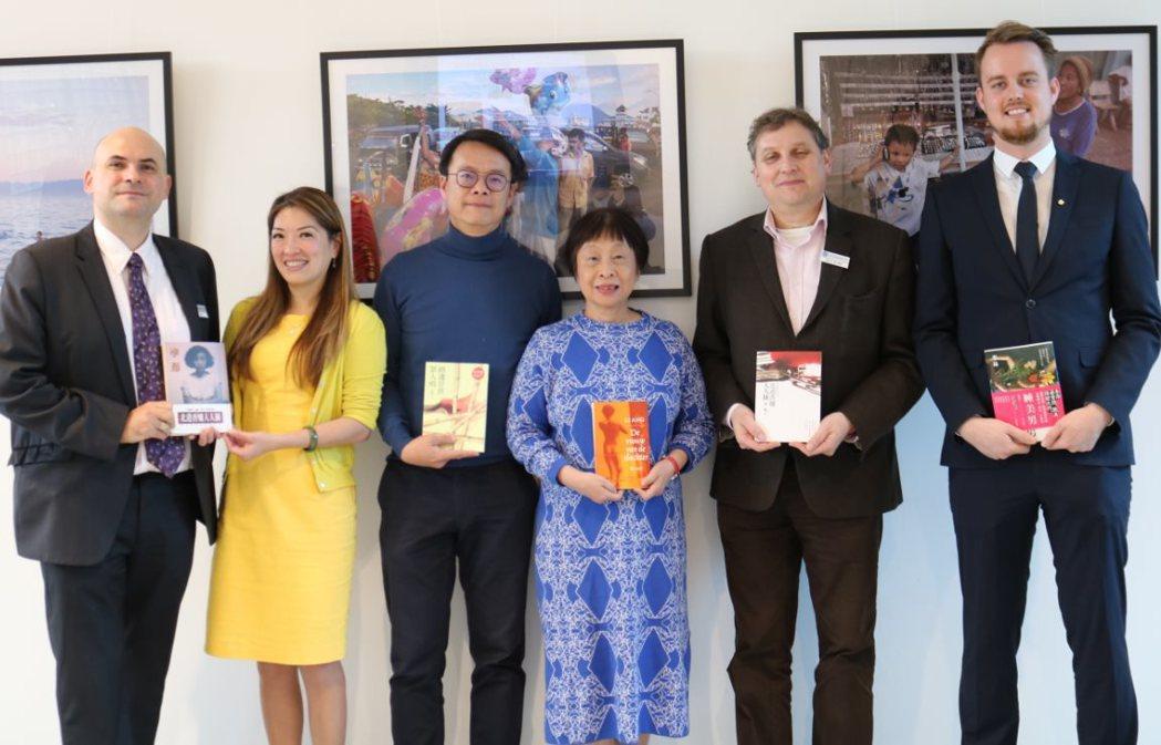 華航推廣「一人一書前進荷蘭」募集活動成效優良,三個月內募集超過200本中文書籍,...