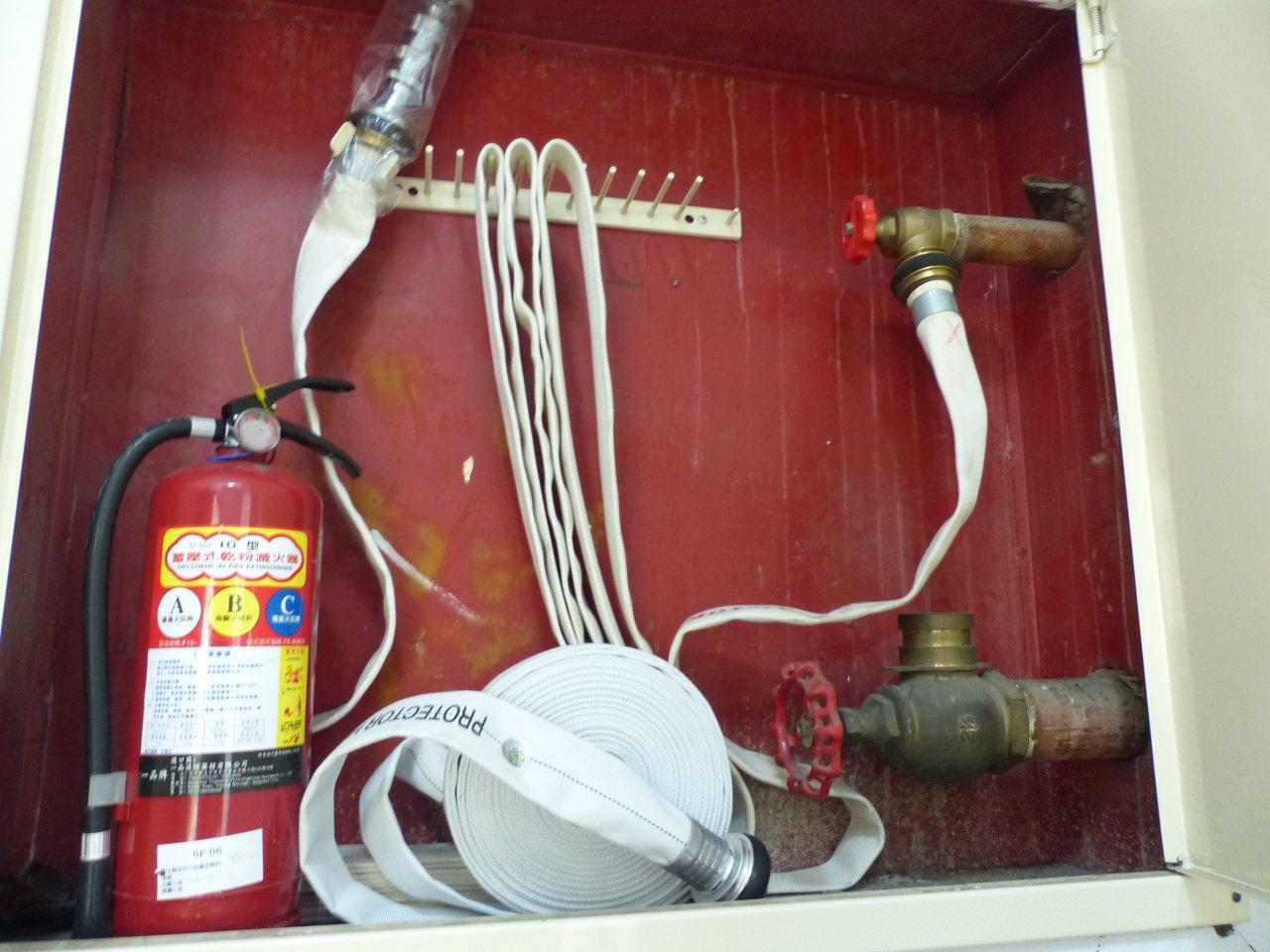今年1月1日起實施消防水帶耐水壓試驗,凡製造年份超過10年或無法辨識製造年份之水...