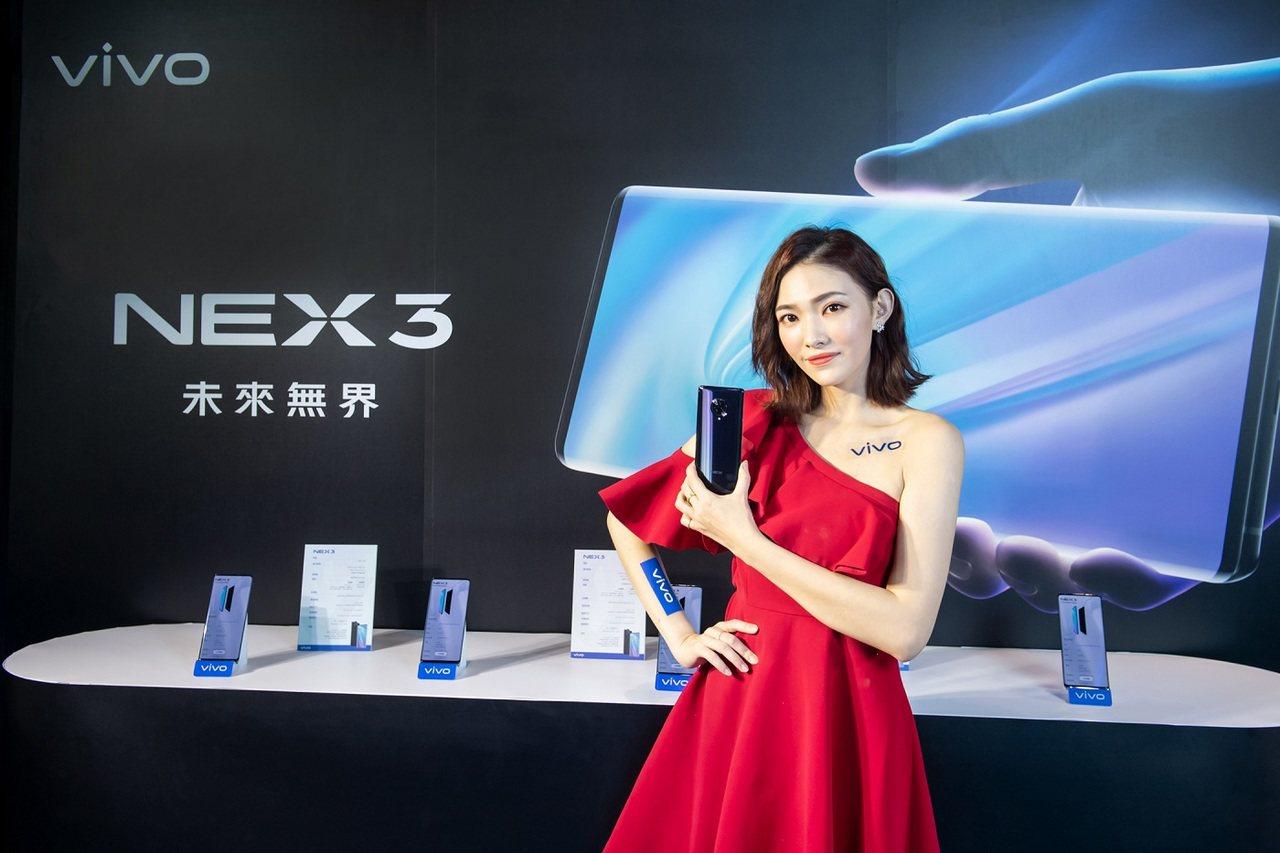 vivo NEX 3採無界瀑布螢幕,搭配隱藏式壓感按鍵,螢幕佔比高達99.6%。...