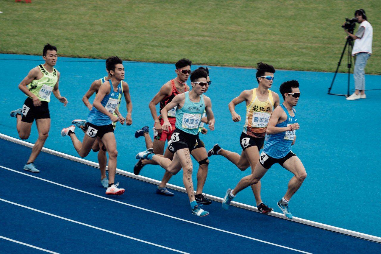 陳彥維(右三)今年全運會大放異彩。圖/金門體育會提供