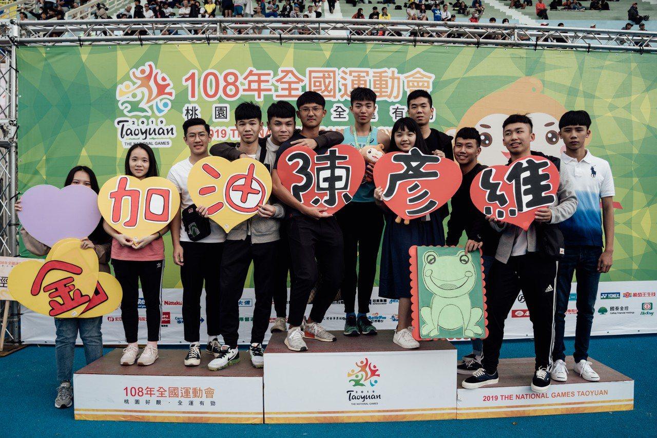 陳彥維(右六)有龐大啦啦隊,將桃園全運會化身自己主場。圖/金門體育會提供
