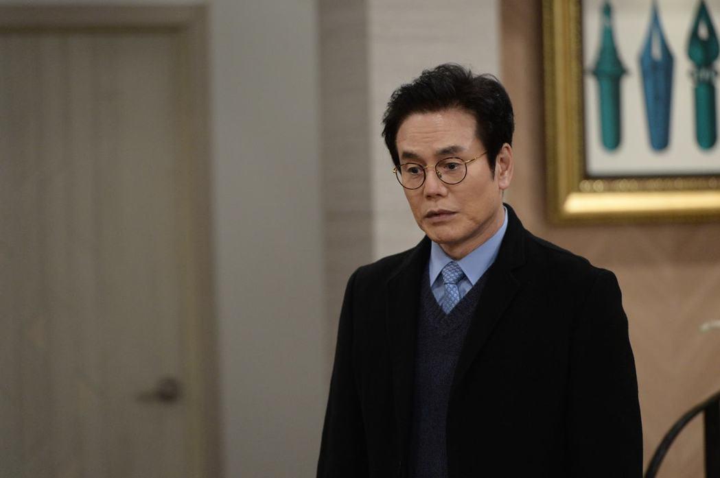 朴贊煥在韓國有國民爸爸之稱,但現實中卻是未婚。圖/緯來戲劇台提供