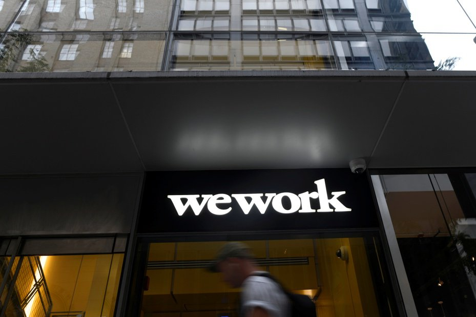 WeWork宣布,接受最大股東軟銀金援95億美元紓困。路透
