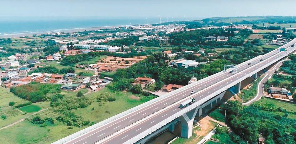 交通部公路總局與台灣人工智慧實驗室、齊柏林基金會合作,融合已故導演齊柏林的珍貴紀...