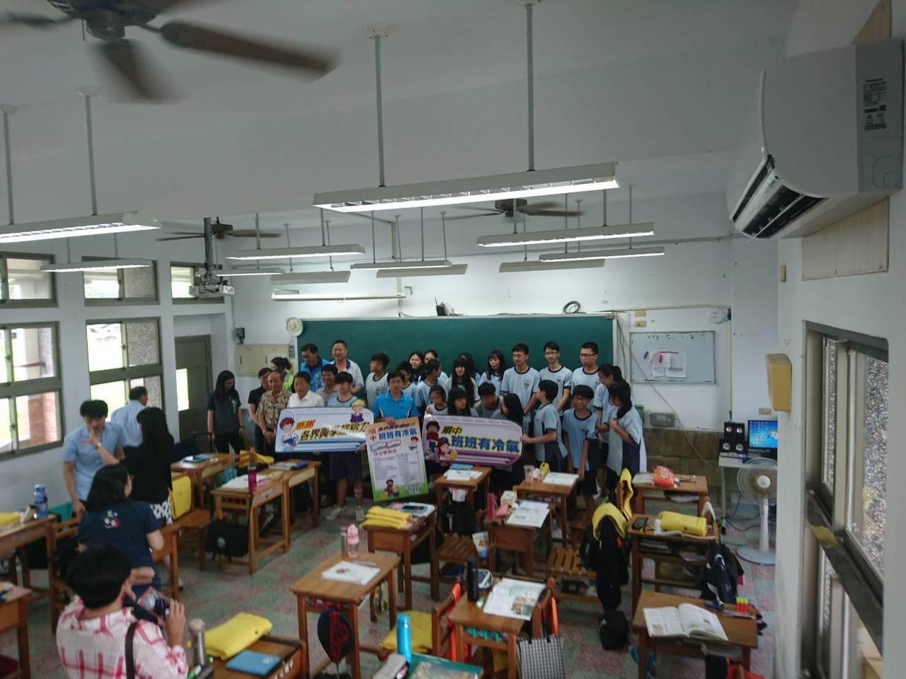 教室電風扇的扇葉脆化,過去五年曾發生十三起意外,家長團體呼籲全台學校應徹底檢查扇...