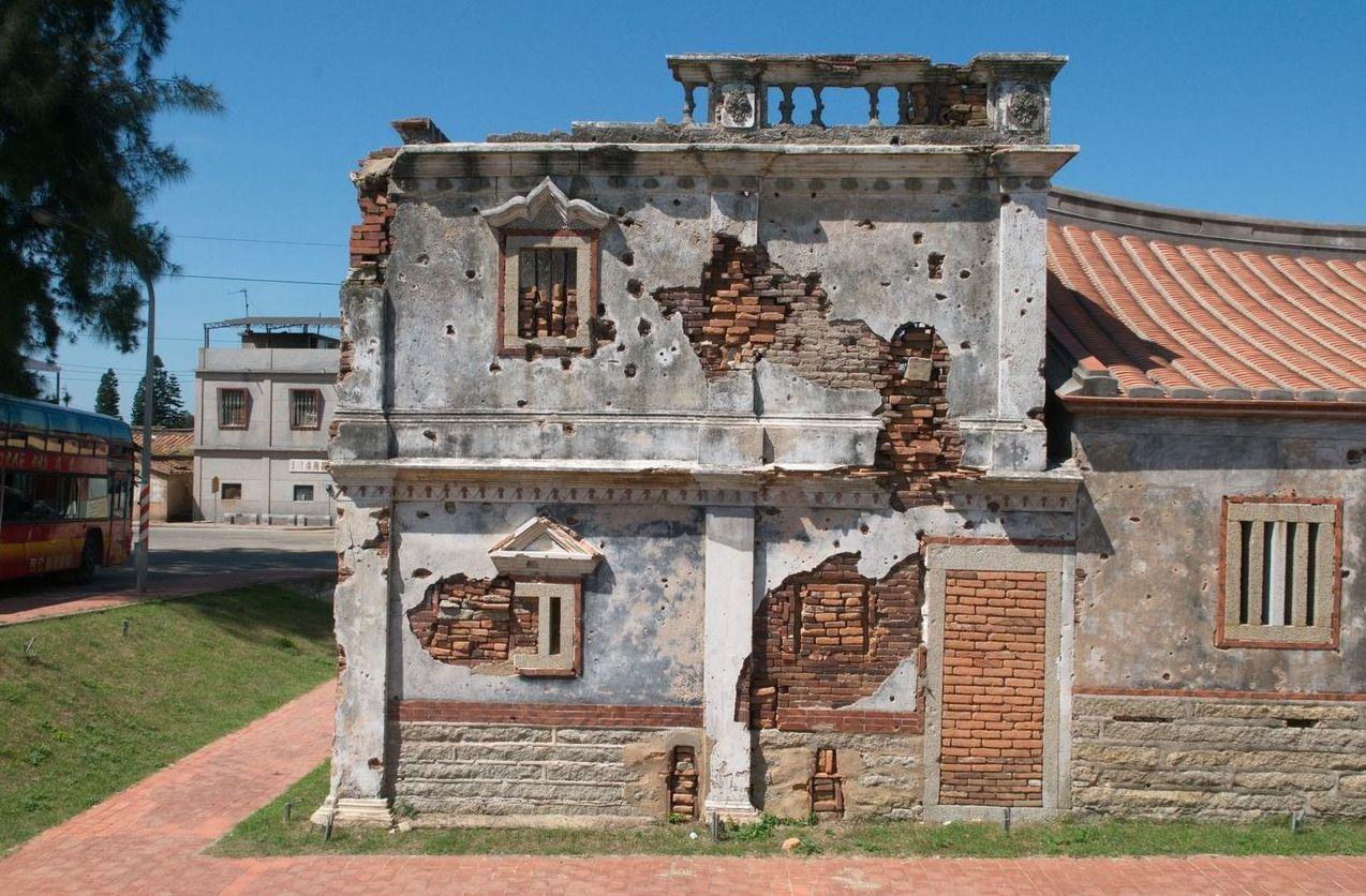 古寧頭戰役唯一殘存的戰場史蹟北山古洋樓,圖為2008年未受損前。 圖/聯合報系資...