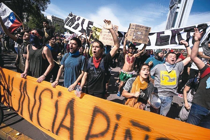 智利爆發近30年來最嚴重動亂。 歐新社