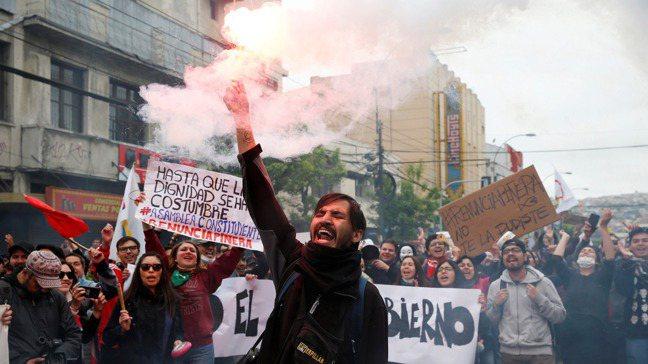 智利近來暴動頻繁,國家進入緊急狀態。此情此景發生在拉丁美洲最穩定的國家,令人意外...