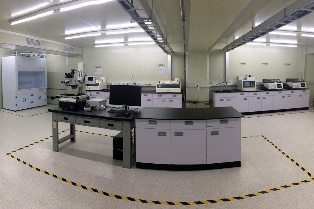 龍華科大建置「iPAS電路板製程工程師能力鑑定實作考場」,是全國私立科大中唯一設...