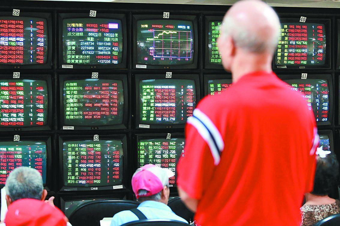 台股失守11,300關卡,以11,296.12點作收,下跌24.02點。圖/聯合...